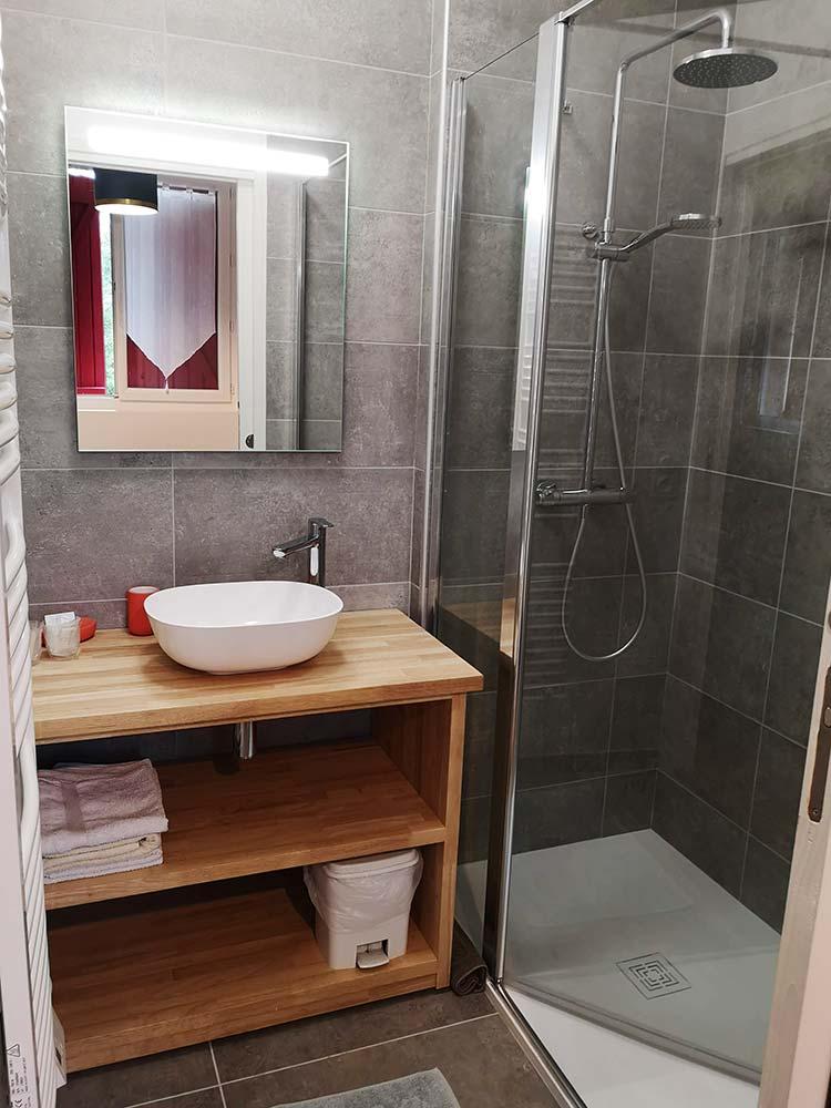 Salle de bain, chambre L'Asphodèle - Relais d'Avajan