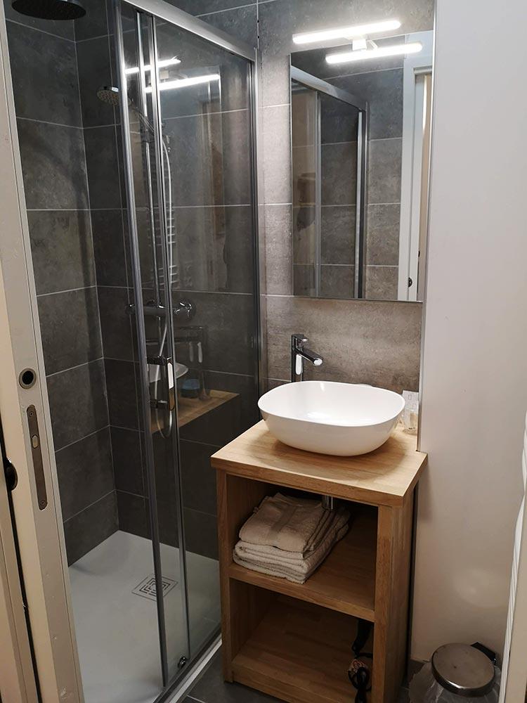 Salle de bain, chambre Iris 2 - Relais d'Avajan